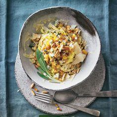 """Steckrüben-Pasta - """"Die Steckrübe ist ein Wintergemüse - das nutzen wir in der kalten Jahreszeit aus und zaubern eine leckere Pasta damit."""" Kiss The Cook, Tasty, Yummy Food, Vegan Vegetarian, Risotto, Nom Nom, Curry, Dishes, Vegetarische Rezepte"""