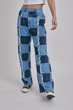 Diy Crafts Old Jeans, Blue Mom Jeans, Blue Denim, Ragged Jeans, Jeans Refashion, Chica Cool, Bleached Jeans, Denim Ideas, Embellished Jeans