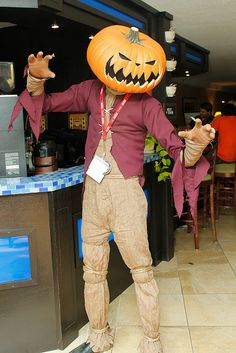 Awesome Costumes, Creative Costumes, Costume Ideas, Happy Halloween, Halloween Party, Halloween Costumes, Simulacra And Simulation, Scarecrow Cosplay, Mad Scientist Halloween