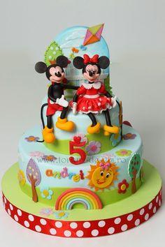 Viorica's cakes - Мастер-классы по украшению тортов Cake Decorating Tutorials (How To's) Tortas Paso a Paso Mickey And Minnie Cake, Mickey E Minie, Bolo Minnie, Mickey Cakes, Minnie Mouse Cake, Fondant Cakes, Cupcake Cakes, Cupcakes, Gorgeous Cakes
