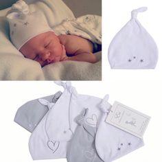 Die bezauberndsten Neugeborenenmützchen für die ersten Wochen aus feinster Baumwolle. Die zarte Stickerei und das Knötchen lassen die Mützchen elfenhaft wirken. Ein Musthave für die Kliniktasche  Erhältlich auf ➡️➡️➡️www.effii-kids.de