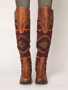 Es unas botas marrónes. Me gusta marrón.