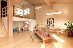 スキップフロアの間取り27のメリットとデメリットと7つの活用実例 | 注文住宅、家づくりのことならONE PROJECT Loft Spaces, Living Spaces, Interior Design Living Room, Living Room Decor, Small Home Gyms, Village House Design, Space Architecture, Room Planning, Little Houses