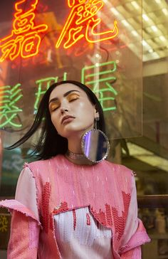 ☆Spanish photographer, New York based Maku López captures Wilhelmina model Sai in color-saturated, dramatic images called 'Chinatown Fever'. André Jarrid styles Sai for Blanc Magazine August 2018 'Heat' issue. Photography Women, Creative Photography, Editorial Photography, Fashion Photography, Portrait Photography, Glamour Photography, Lifestyle Photography, Colorful Fashion, Asian Fashion