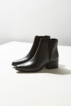 Pola Leather Chelsea Boot | Urban Outfitters