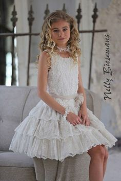Nelly Biesemans communiekleding 2016 bij the kid's corner in Nazareth Gowns For Girls, Girls Dress Up, Dresses For Teens, Little Girl Dresses, Flower Girl Dresses, Baby Girl Birthday Dress, Baby Dress, Modern Baby Clothes, Girly Girl Outfits
