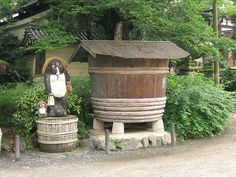 http://upload.wikimedia.org/wikipedia/commons/thumb/9/92/Jrballe_2007_statue_of_Tanuki_entrance_shrine_.JPG/800px-Jrballe_2007_statue_of_Tanuki_entrance_shrine_.JPG