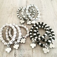 Pulseras Meme Black Jewelry, Boho Jewelry, Jewelry Art, Beaded Jewelry, Jewelery, Handmade Jewelry, Beaded Bracelets, Bead Crafts, Jewelry Crafts