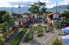 El Pueblito Paisa es la representación de un típico pueblo antioqueño de comienzos del siglo XX. Fue construído en la cima del Cerro Nutibara el cual tiene una altura de 80m.