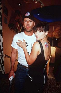 Bruce Willis Demi Moore, a dreamy couple :-) Demi Moore, Bruce Willis Young, Willis Family, Divas, Planet Hollywood, Famous Couples, Family Movies, Iconic Movies, Los Angeles