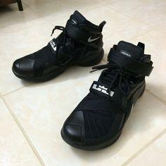 34202a4434faf Nike Lebron soldier 9 Men size 9.5 Worn once indoor