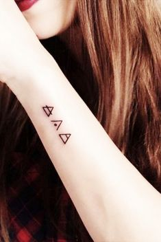 Small wrist tattoos with powerful meanings tatouage poignee femme, petit ta Boho Tattoos, Wrist Tattoos For Guys, Small Wrist Tattoos, Mini Tattoos, Trendy Tattoos, Cute Tattoos, Tatoos, Tattoo Small, Geometric Tattoo Meaning