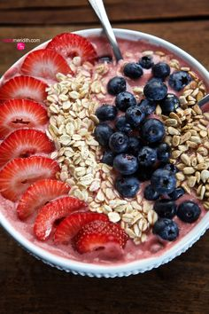 Strawberry Oatmeal Smoothie Bowl - Eat your smoothie with a spoon!