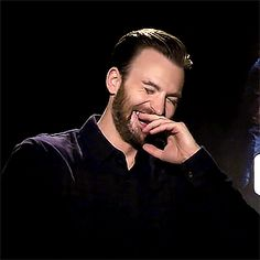 I could watch him laugh all day. Steve Rogers, Steven Grant Rogers, Christopher Evans, Natasha Romanoff, Best Avenger, Robert Evans, Chris Evans Captain America, Man Thing Marvel, Marvel Actors