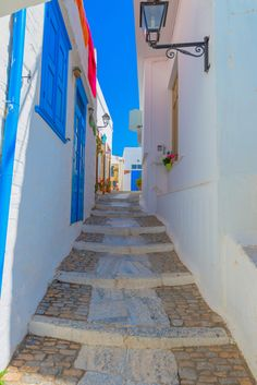 Narrow street on Syros island in Greece. Stuff To Do, Things To Do, Greece Islands, Santorini, Wonderful Places, Life Is Good, Art Ideas, To Go, Greek