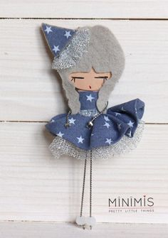 trapecista_blue Handmade Crafts, Diy And Crafts, Arts And Crafts, Felt Fabric, Fabric Dolls, Felt Applique, Embroidery Applique, Paper Dolls Printable, Felt Brooch