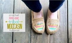 Adorable Moccasin slipper #crochet patterns -- Choose from 21 Awesome Free Slipper #Crochet Patterns compilation by SimplyCollectibleCrochet.com