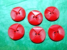 """(6) 13/16"""" RED PLASTIC COLT OWL FACE HOUSEDRESS 2-HOLE BUTTONS (N803)"""