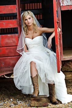 Would look cute too for all your bridesmaids to be in it too with everyone's cowgirl boots showing :)