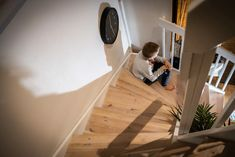 THL: Omalle lapselle murjottaminen on henkistä väkivaltaa – tämä 7 kohdan lista paljastaa, syyllistytkö samaan | Yle Uutiset | yle.fi Stairs, Home Appliances, Home Decor, House Appliances, Stairway, Decoration Home, Room Decor, Staircases, Appliances