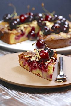 GÂTEAU AUX CERISES AMANDES ET MASCARPONE Ottolenghi, Red Fruit, Almond Cakes, Tea Time, French Toast, Cherry, Food And Drink, Cooking, Breakfast