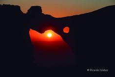 Puesta de sol desde la Pedra da Campá, en la isla del Faro.