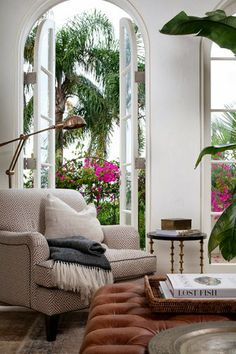 Blanco Interiores tropical living room