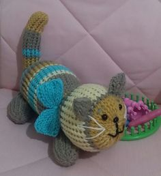 Loom Knit Huggable Kitty Ravelry: Loom Knit Huggable Kitty pattern by CHRISTIE … – Awesome Knitting Ideas and Newest Knitting Models Round Loom Knitting, Loom Knitting Stitches, Spool Knitting, Knifty Knitter, Loom Knitting Projects, Yarn Projects, Double Knitting, Knitting Ideas, Knitting Toys