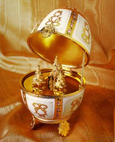 Faberge Egg: Christmas Surprise Musical Imperial Egg