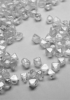 Clarity, color, carat and cut are the four standards used to assess the rarity of a diamond. We go beyond the to bring a truly stunning diamond to life. My Gems, Rocks And Gems, Diy Jewelry Rings, Crystal Jewelry, Rough Diamond, Diamond Stone, Minerals And Gemstones, Rocks And Minerals, Gem Diamonds
