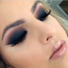 Matte navy smokey eye