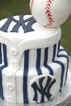 https://flic.kr/p/7cAKP5 | grooms NYY cake2 | grooms cake for a wedding held at the NAC, the groom is a huge New York Yankees fan!