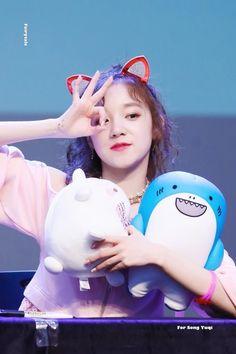 Yuqi Kpop Girl Groups, Korean Girl Groups, Kpop Girls, Extended Play, Cubes, Ulzzang, Mini E, Secret Song, Soo Jin
