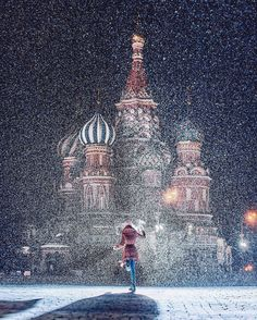 """Gorgeous  #travel #tourism Reposting @buffer: ... """"Like something out of a fairytale  . . Exploring one of Moscow's most beautiful landmarks with #BufferCommunity member @hobopeeba """""""