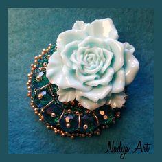 Розочка на торте🏵🤗🏵 Another Rose brooch🌹🌹🌹 Хрустальные бусины, чешский бисер,…»