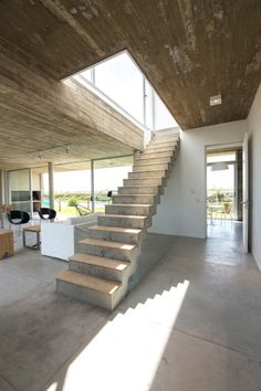 Arquitectura Has Designed a Flexible House for a Young Single in Architecture Interior Stairs, Interior And Exterior, Architecture Details, Interior Architecture, Modern Stairs, House Built, Staircase Design, Concrete Staircase, Basement Remodeling