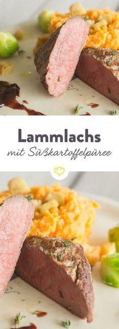 Zart gegartes Lammfleisch, begleitet von feinem Süßkartoffelpüree, karamellisiertem Rosenkohl und einer schmackhaften Sauce - ein wahrer Gaumenschmaus.