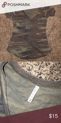 Z Supply Camo Vneck Super soft and in great shape! Perfect Vneck that fits loose. Size M. Tops Tees - Short Sleeve