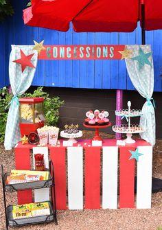 Quer decorar uma festa com um tema de filme, óscar, premiações e atores? Saiba como decorar com as melhores referências e ideias.