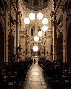 Santa Maria...  Como dizer à Deus  A dor do nosso adeus    Libertária  Imagem : Robert Stadler installation