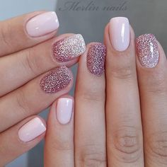 The trend of nail design is popular among most women and young girls. Flashing nail art design has become people's favorite. Almost every girl likes glitter on her nails. The glitter nail polish gave the nails light, which will attract many people. Short Nail Designs, Nail Designs Spring, Gel Nail Designs, Sparkle Nail Designs, Nail Design For Short Nails, Manicure For Short Nails, Acrylic Nail Designs Glitter, Acrylic Nails, Dip Manicure
