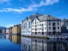 Norvegia: Road Trip da Stavanger a Trondheim in 2 giorni - Eontex Alesund, Trondheim, Stavanger, Art Nouveau, Norwegian Cruise Line, Visit Norway, Places To See, Coastal, Beautiful Places
