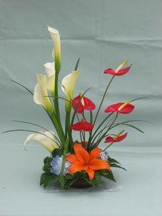 Tropical Flower Arrangements, Creative Flower Arrangements, Flower Arrangement Designs, Artificial Floral Arrangements, Ikebana Flower Arrangement, Church Flower Arrangements, Ikebana Arrangements, Church Flowers, Beautiful Flower Arrangements