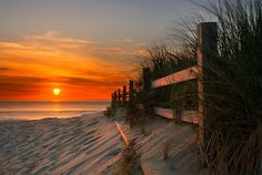 Free Sunsets wallpaper and other Nature desktop backgrounds- Page 8 . Get free computer wallpapers of Sunsets. Beautiful World, Beautiful Places, Beautiful Scenery, Simply Beautiful, Virginia Is For Lovers, Sunrise Photography, My Sun And Stars, I Love The Beach, All Nature