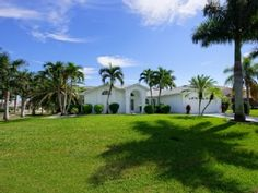 luxury and unique villa, south located and close to cape harbour, Spa, WLan...