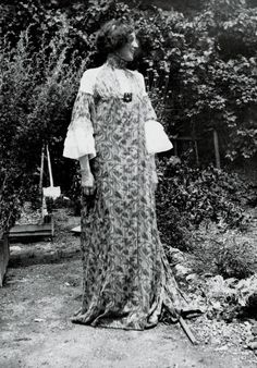 Belle Époque - Emile Floege in summer dress  AUSTRIA - CIRCA 1906: Emilie Floege in summer dress (dress VIII, with wine tendrils pattern). From series of 'hanging' dresses, designed by Klimt and Floege. Photography by Klimt 1906. Published in: German Art and Decoration, volume 19, p. 65f. Darmstadt: 1906/07. (Photo by Imagno/Getty Images)