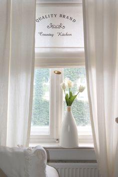 Schönes weißes Raffrollo im Shabby Stil, Vorhänge für Deine Deko / white window shade as home decoration made by Beau Coussin via DaWanda.com