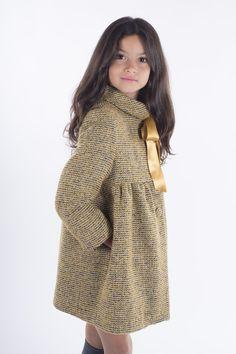 Teté y Martina abrigos para niña otoño-invierno - Little Girls Coats, Little Girl Outfits, Cute Outfits For Kids, Girls Fashion Clothes, Kids Fashion, Fashion Outfits, Formation Couture, Stylish Coat, Kids Coats