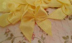 Lacinho de cetim amarelo canario