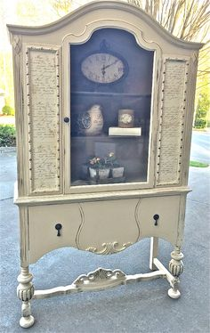 Today's reader feature is this charming DIY French Cabinet, which was submitted by Tammy. After picking up this vintage cabinet, she had a lot of fixing up to do. It had broken legs and definitely needed some TLC. She painted the cabinet with chalk paint, including the drawers, where she used a different color on...Read More »